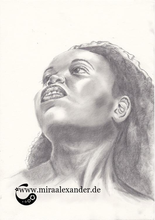 Graphitzeichnung eines Frauenkopfes von Mira Alexander.