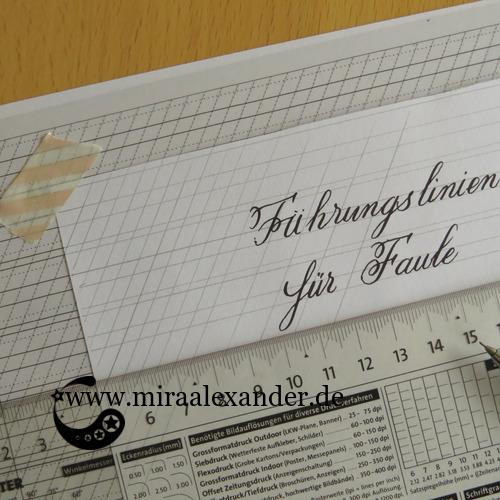 Vorlage für Kalligrafie zum Download (s. weiter unten) und wie man sie auch ohne Leuchttisch oder auf dunklem Papier nutzen kann.