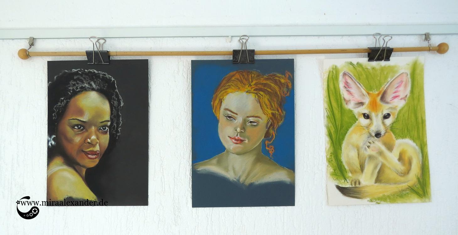 Die ersten drei Versuche mit den Rembrandt-Pastellkreiden mit zwei Frauenporträts und einem Fennek, von Mira Alexander.
